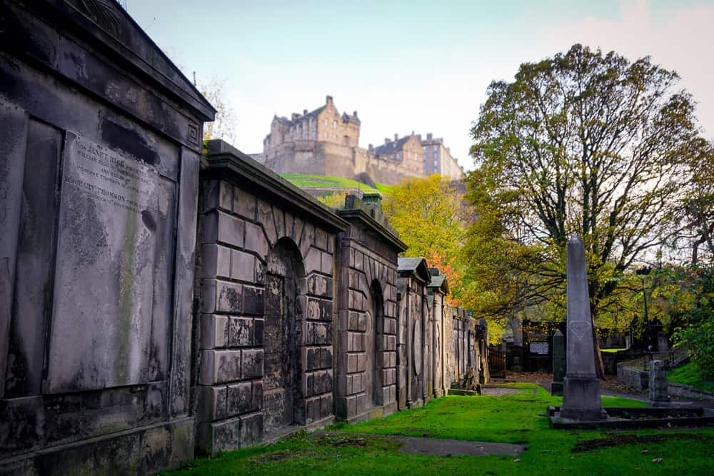 Edinburgh grave yard with Edinburgh Castle in the background