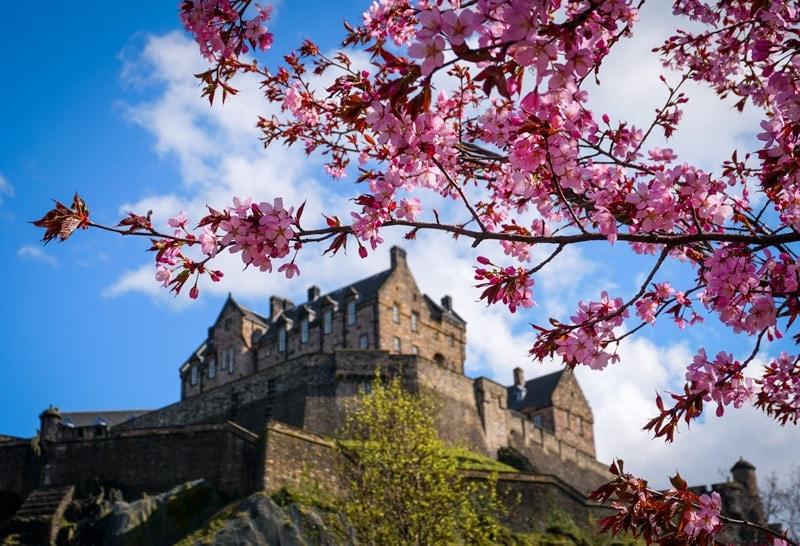 4 days in Scotland edinburgh castle in spring