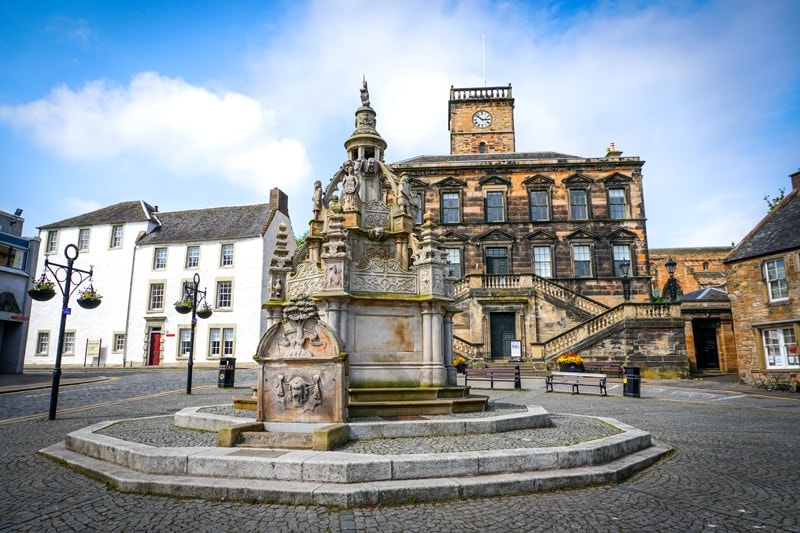 linlithgow town centre in scotland